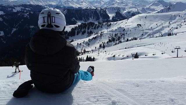 svah, zima, lyžař