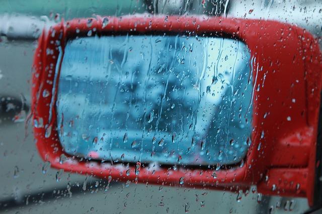 zrcátko v dešti