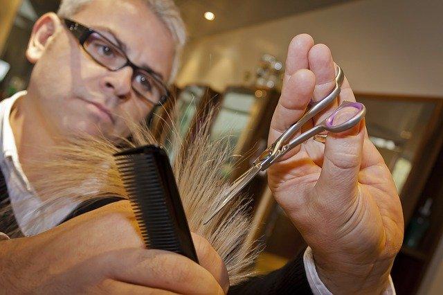 blond kadeřník